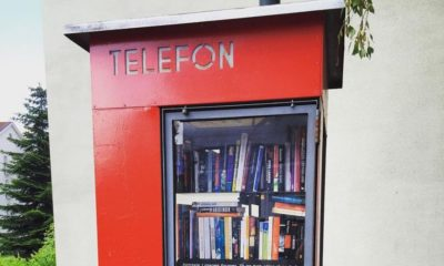 Norvégiában olvasófülkékké alakítják a telefonfülkéket