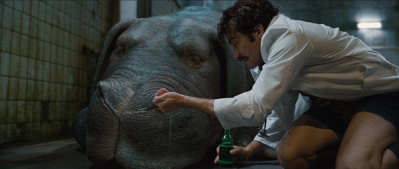 Jake Gyllenhaal Dr. Johnny Wilcox szerepében