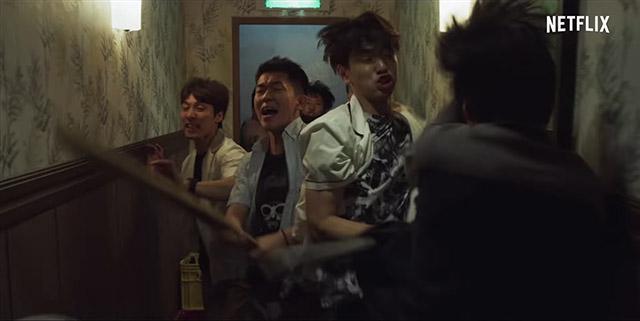 A gimnázium fiú bandája bosszút áll Min-hee-ért a bűnözőkön