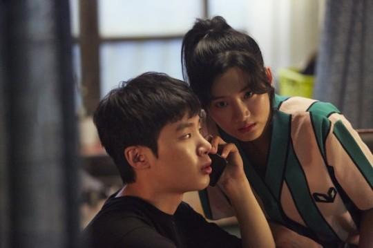 Ohji és Gyu-ri gyanús hívást kap